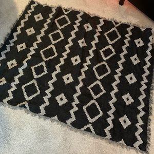 Like new popular wool tapestry scarf- like new